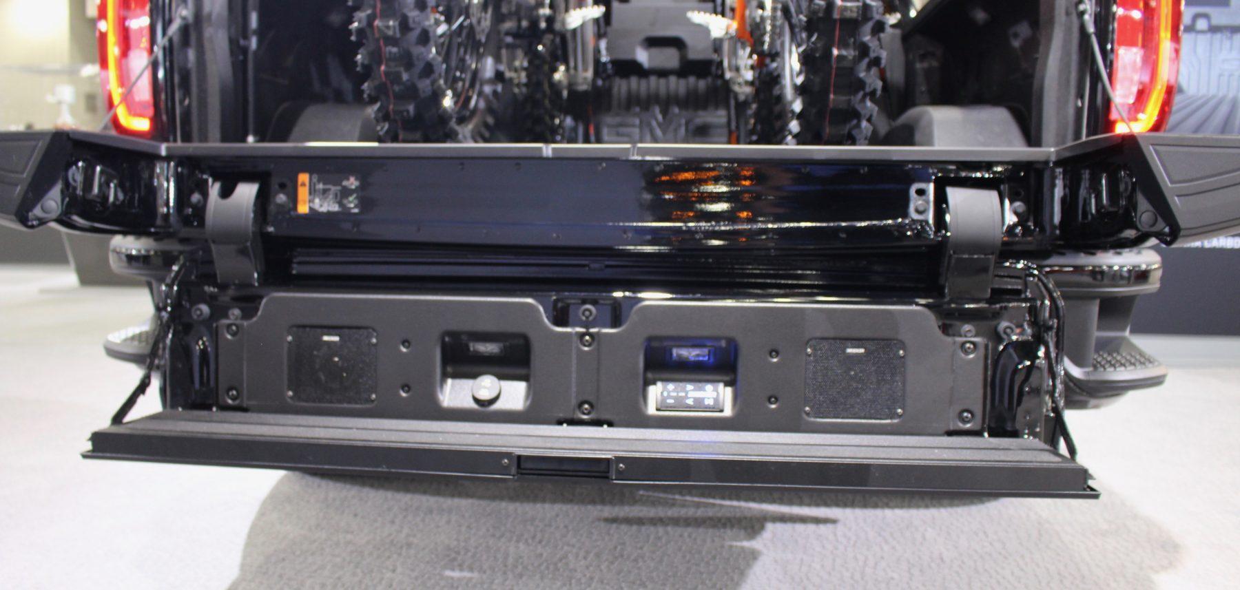 GMC MultiPro Tailgate w/Kicker stereo