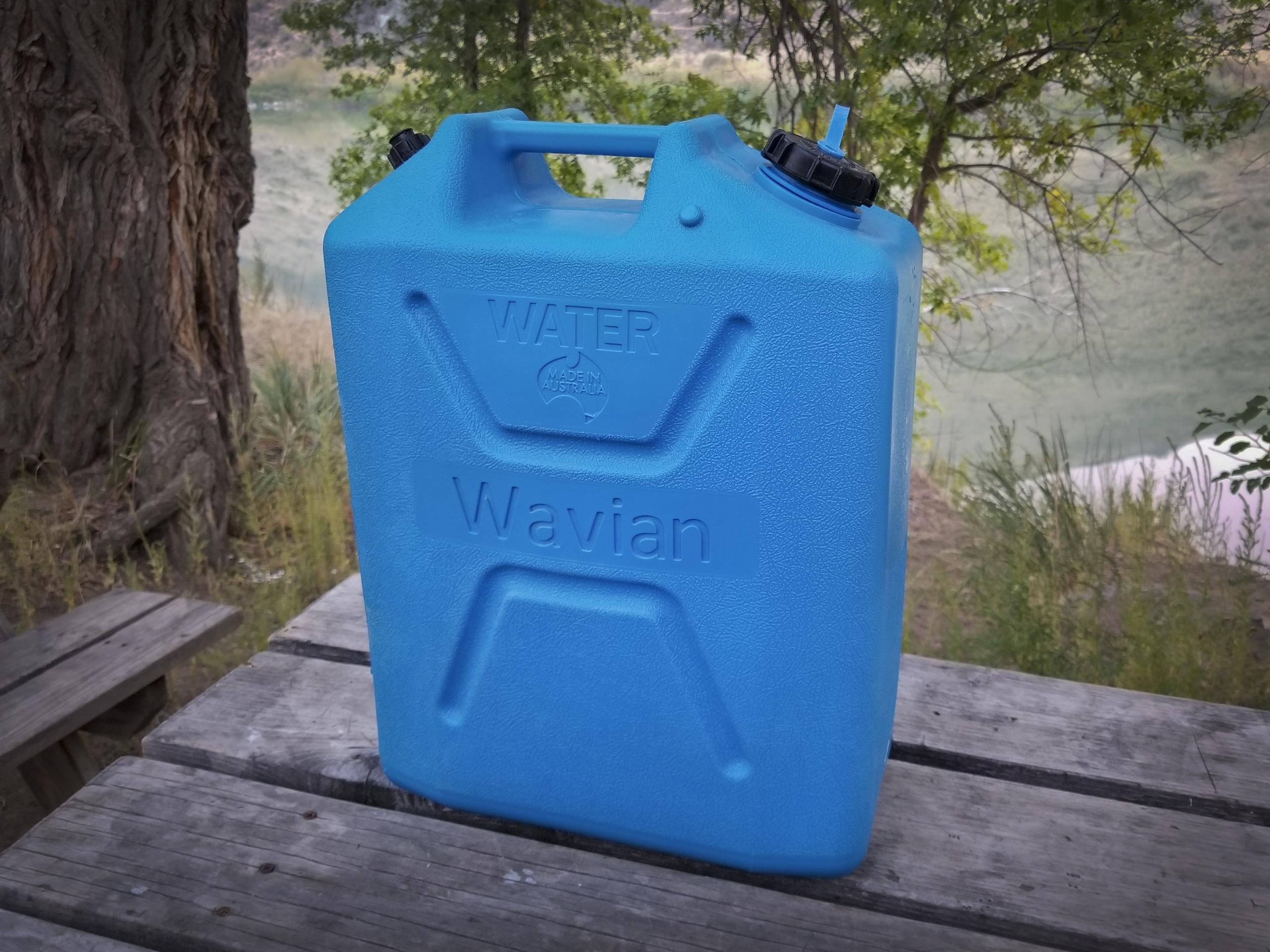 Wavian water can