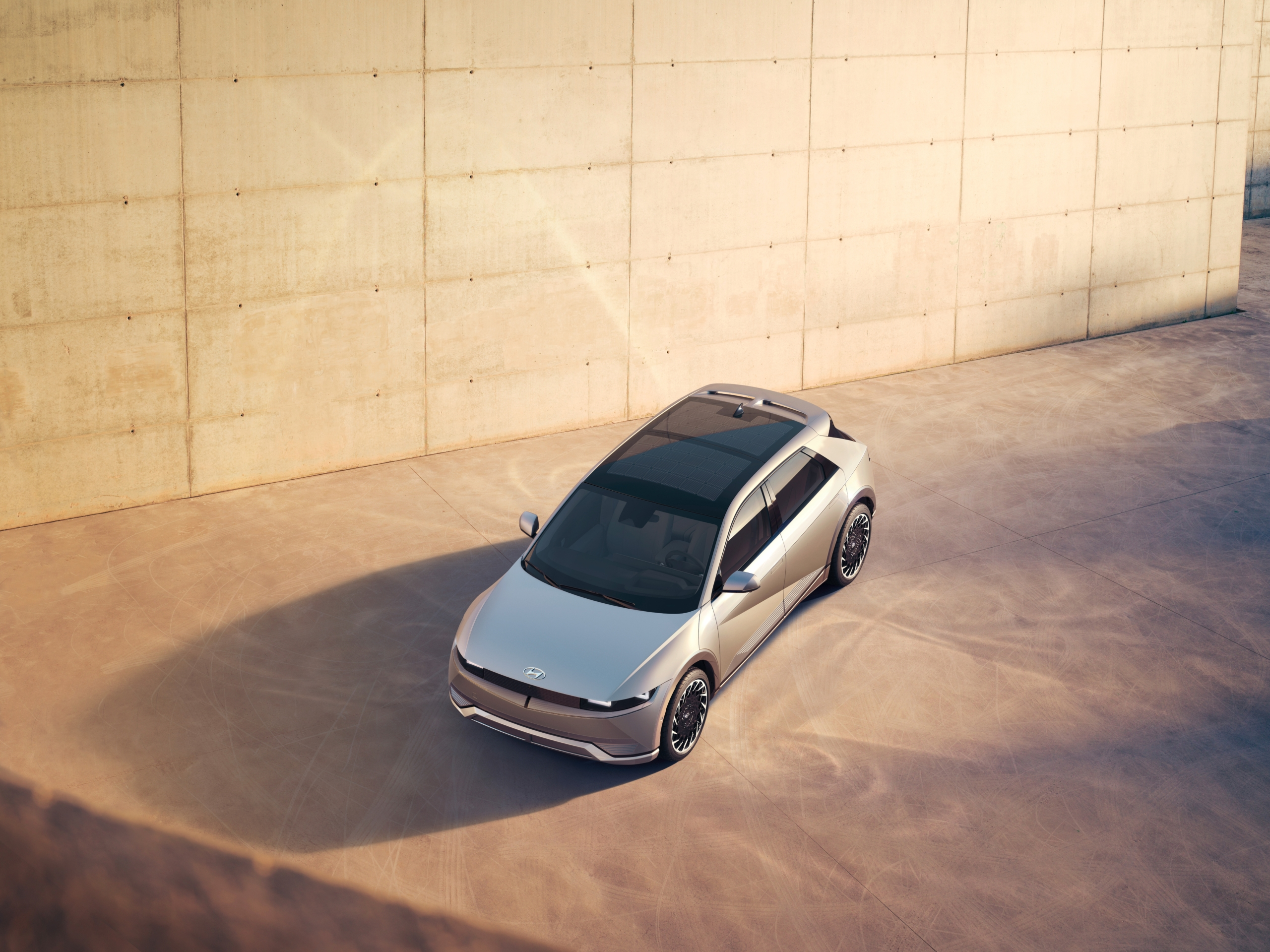 Hyundai Ioniq 5 above