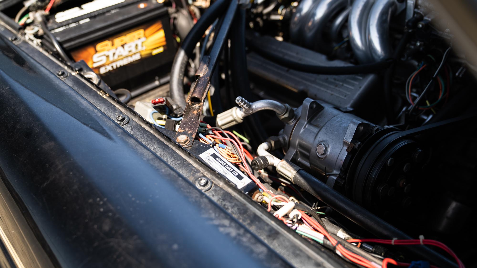 1986 Jaguar XJ6 engine bay