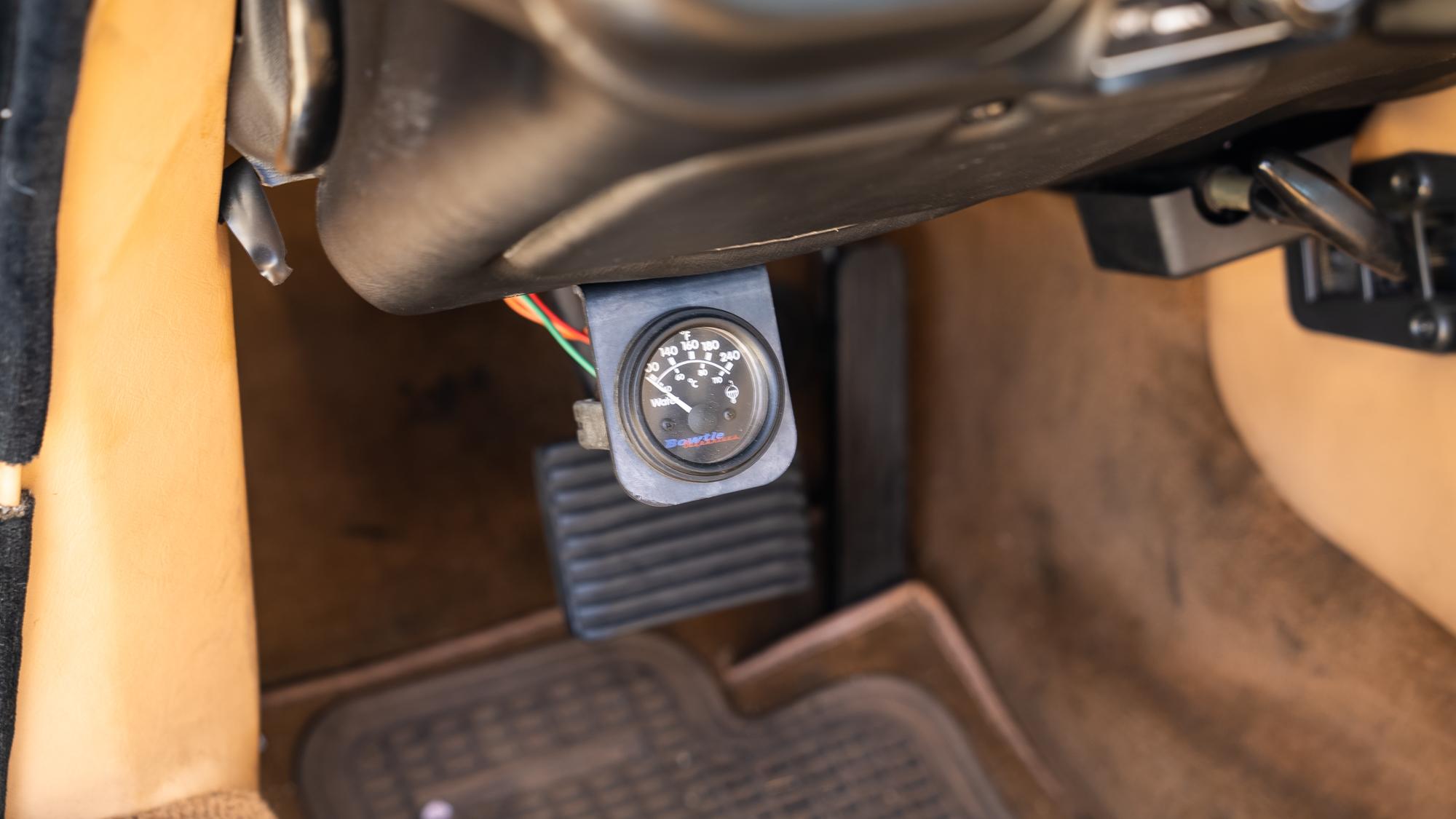 1986 Jaguar XJ6 gauge