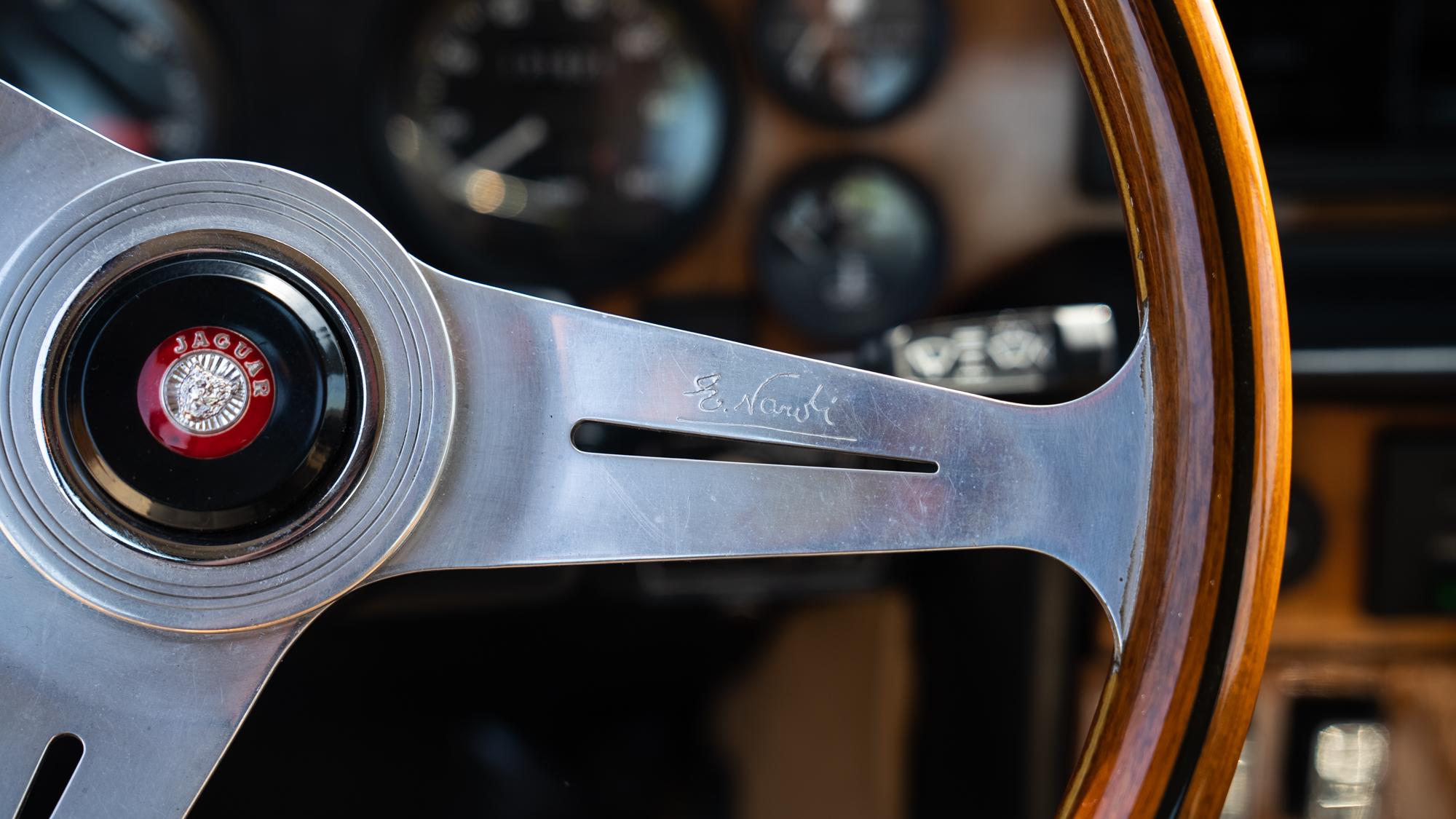 1986 Jaguar XJ6 steering wheel