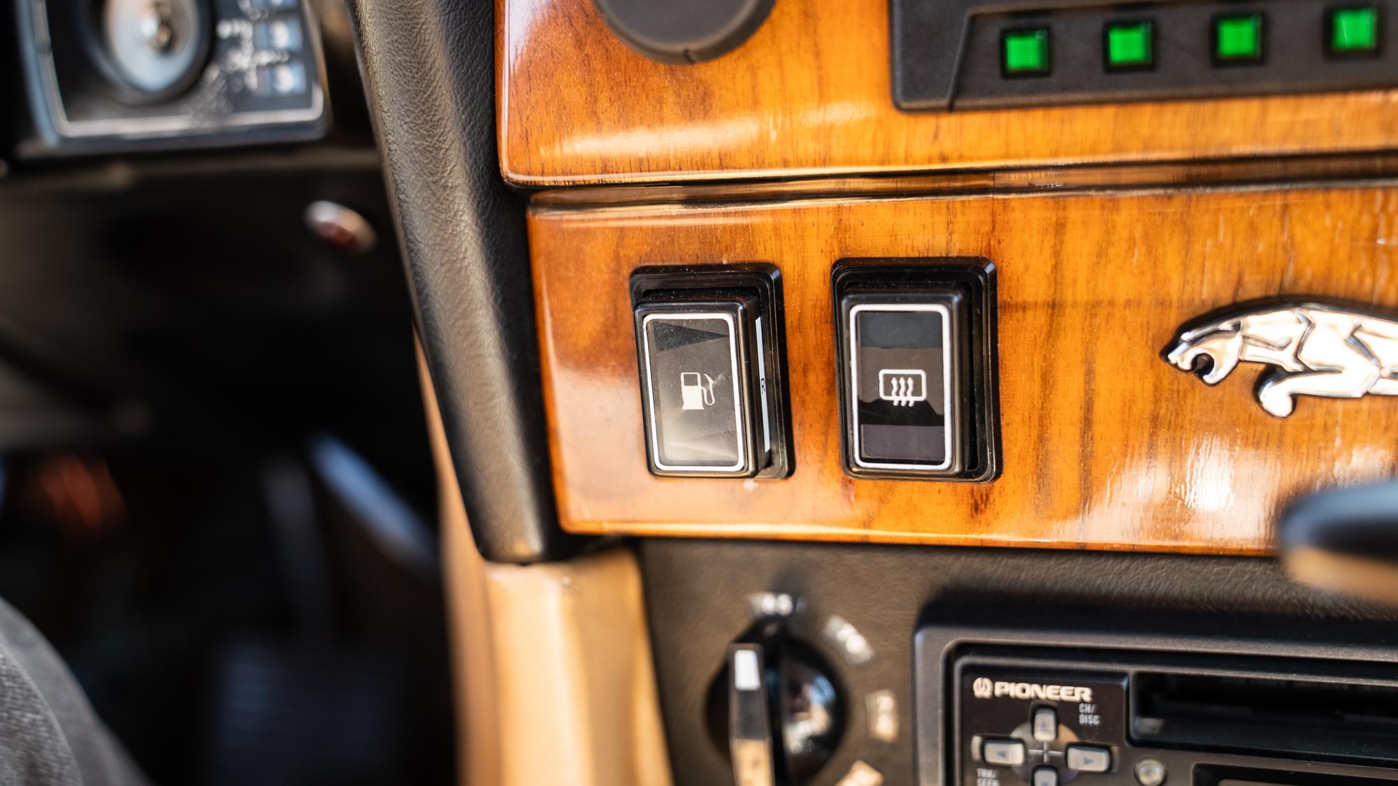 1986 Jaguar XJ6 fuel tank switch