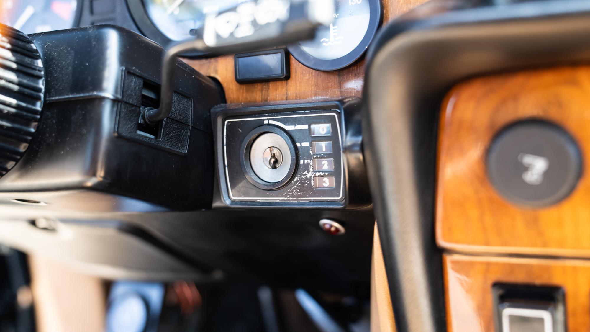 1986 Jaguar XJ6 interior