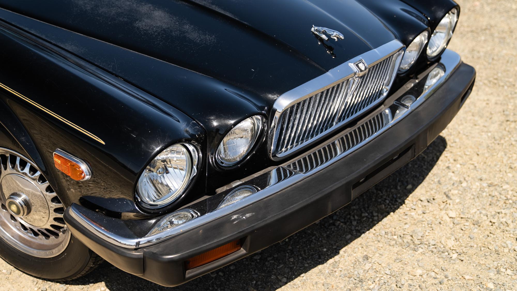1986 Jaguar XJ6 front