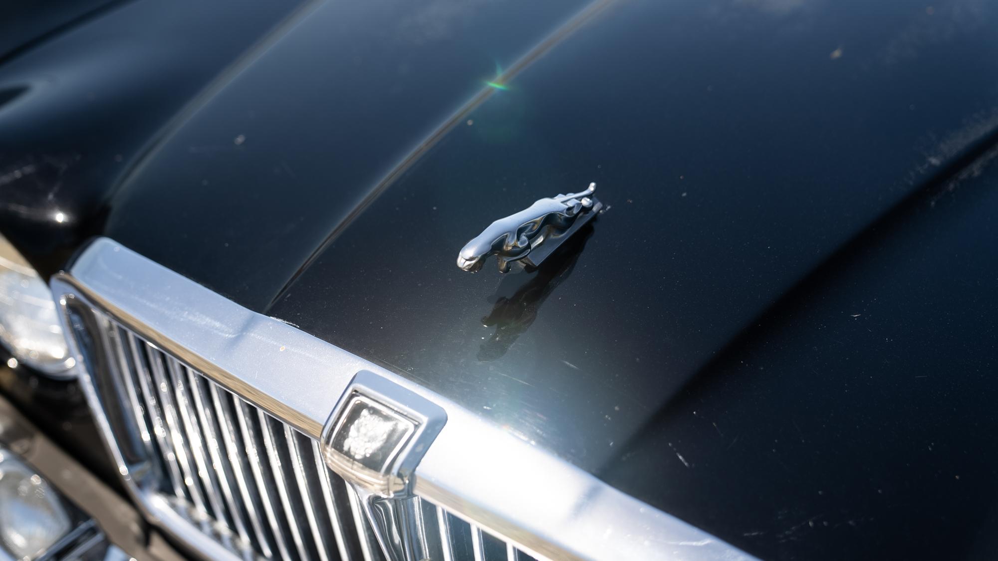 1986 Jaguar XJ6 leaper